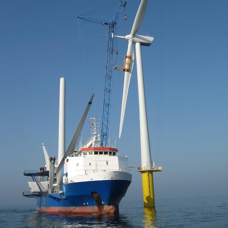 Offshore_Windpark_Decommissioning_SmartPort_Shutterstock_10695172